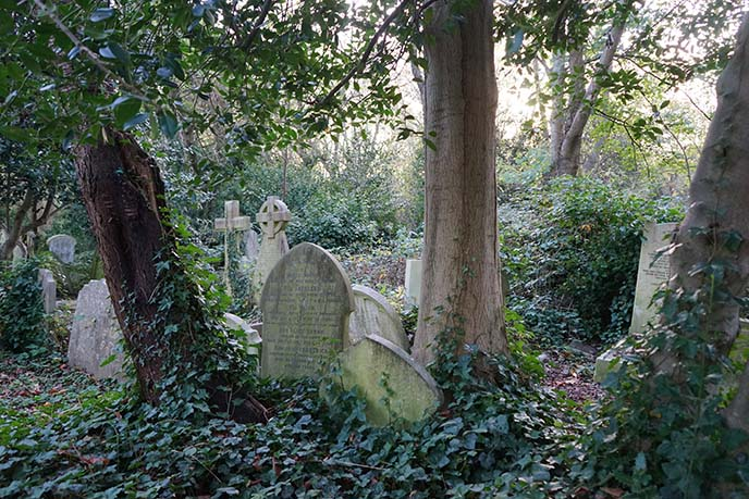 highgate cemetery tombstones