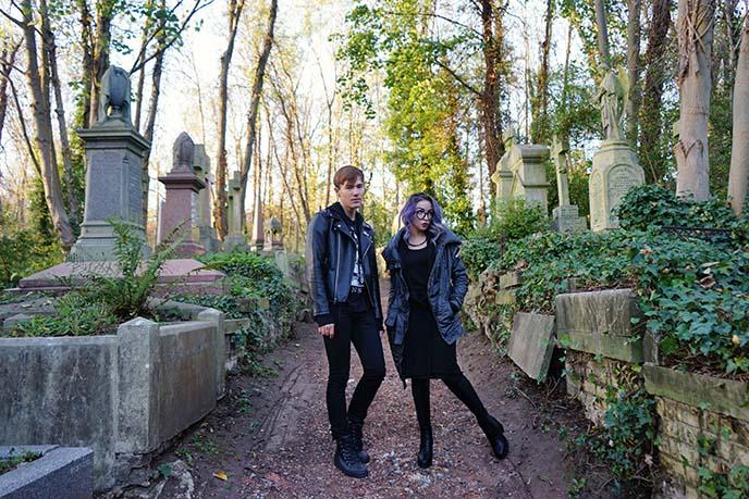 visit highgate village cemetery
