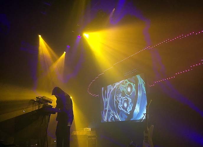retrowave synthwave concerts tour