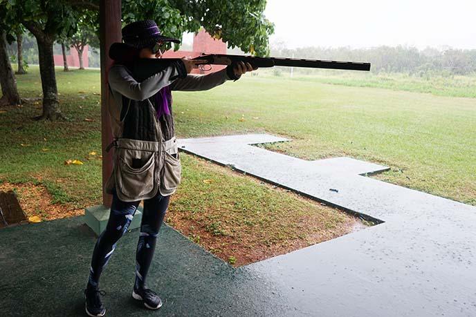 shooting double barrel gun
