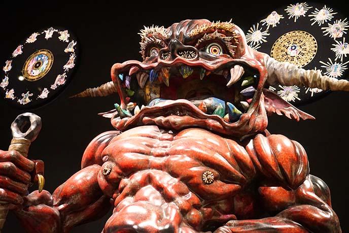 red demon sculpture takashi murakami