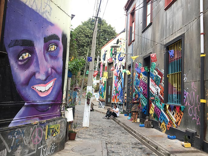 valparaiso chile colorful art