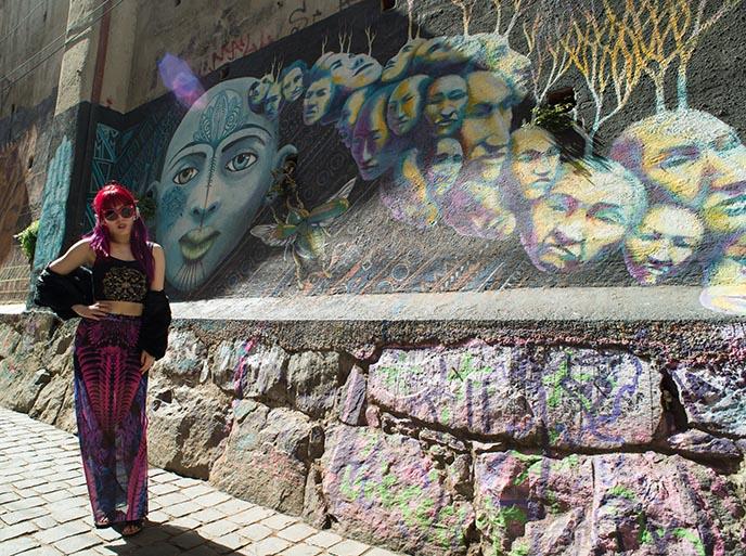 blue face mural valparaiso