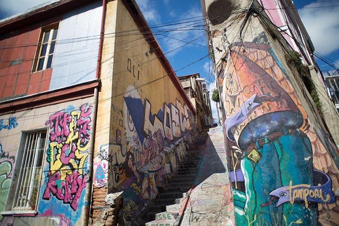 valparaiso decorated stairs