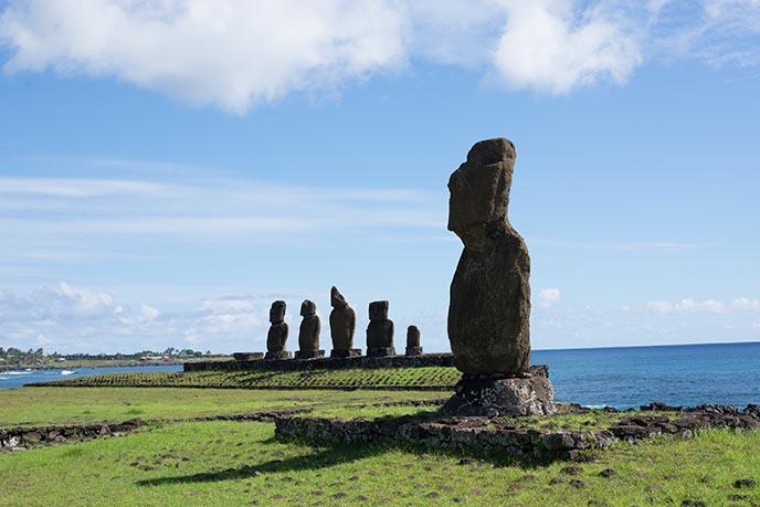 tahai easter island statues