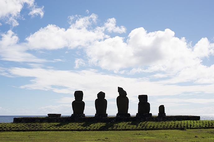 closest moai statues hangaroa