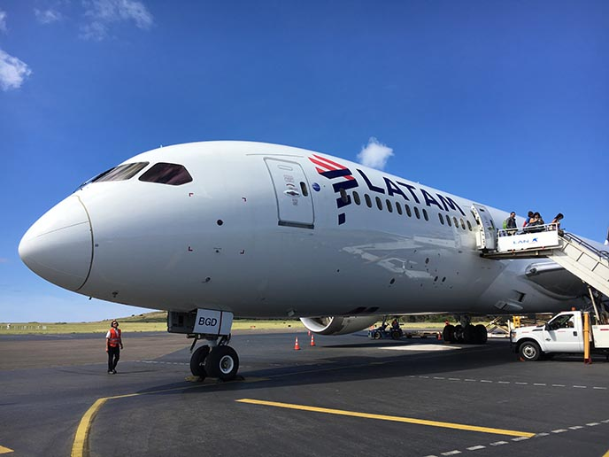 latam airlines flight plane to rapa nui chile