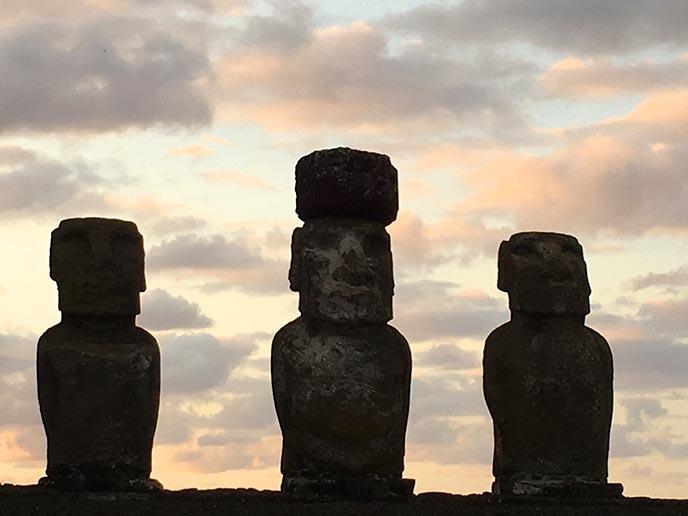 moai with hat pukao tonga riki