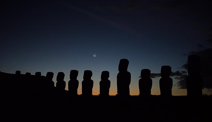 tongariki night moon stars easter island