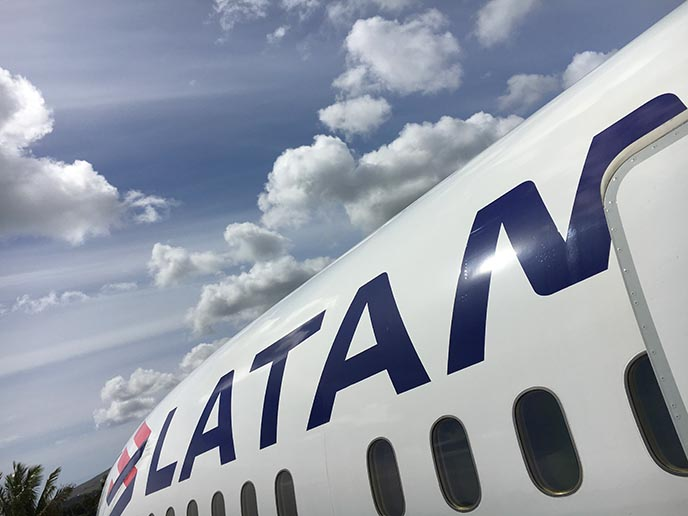 latam airlines airplane logo