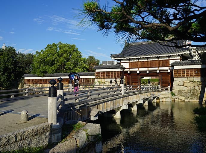 hiroshima castle moat bridge