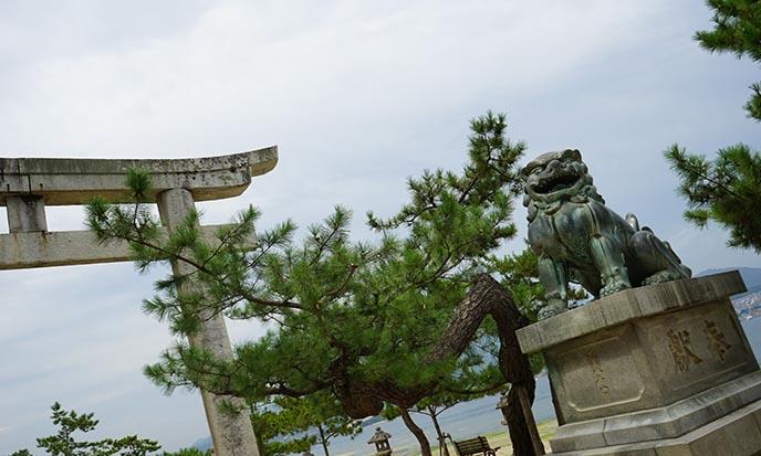 protector stone lions miyajima