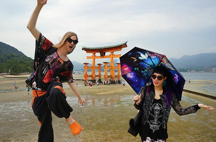 Itsukushima hiroshima red gate
