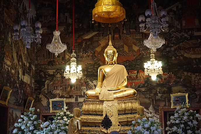 thai buddha gold seated statue
