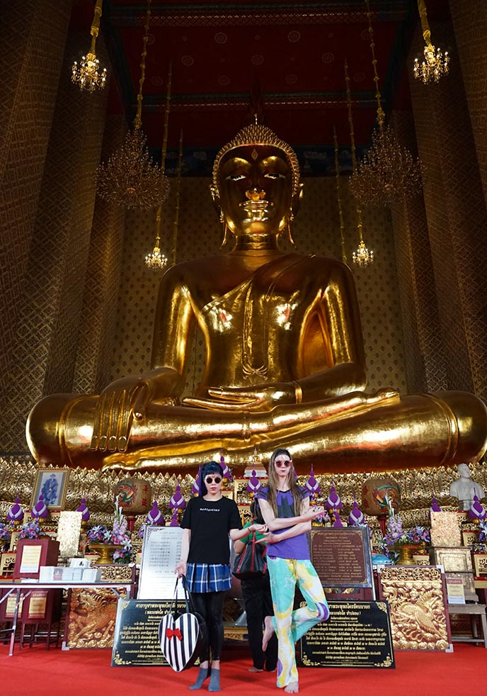 travel bloggers gold buddha statue bangkok