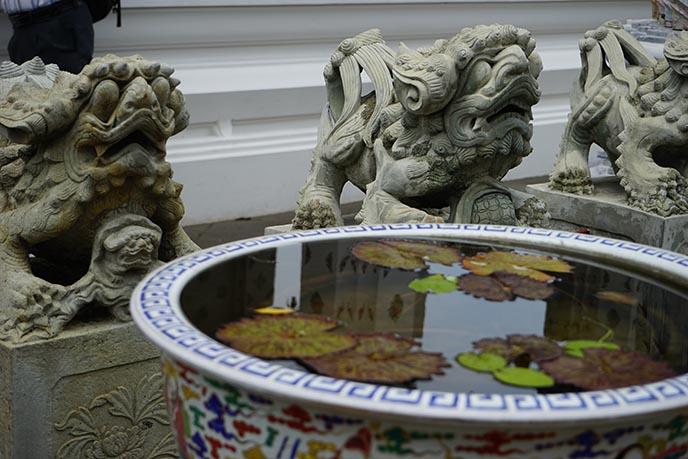thai protector lion gods statues