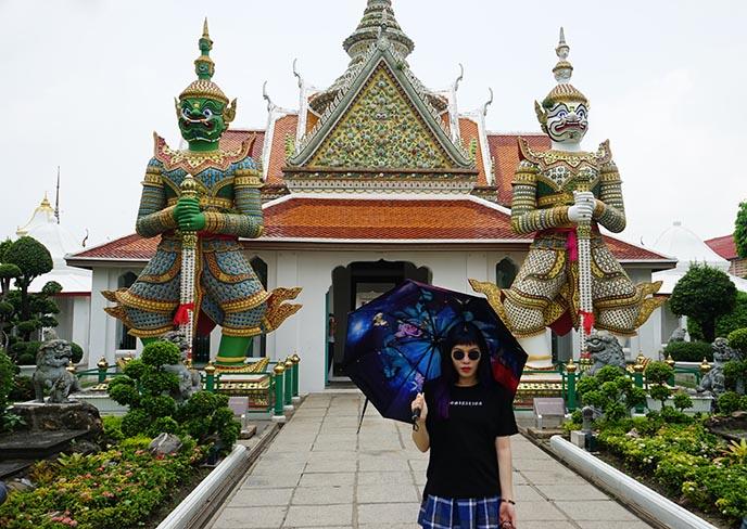 bangkok emerald buddha temple gate gods