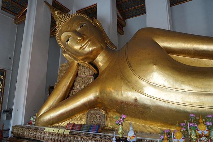 gold reclining buddha