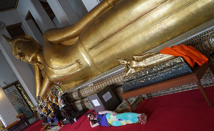 sleeping side buddha statue bangkok