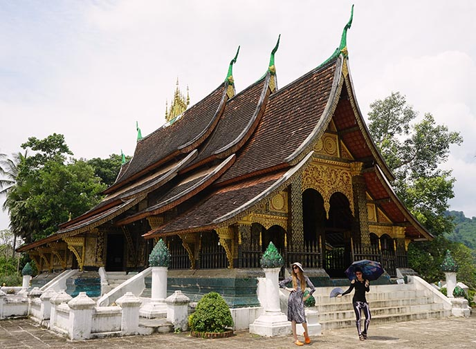 Wat Xieng Thong temple roof laos