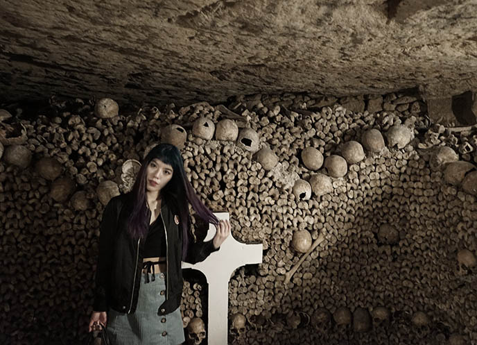 catacombs paris deaths stealing skulls