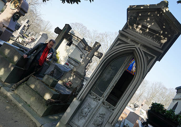 jacques sirgent vampire tour pere lachaise cemetery
