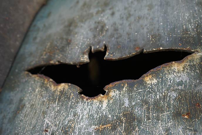 bat tomb grave pere lachaise cemetery