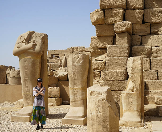egypt giant statue holding ankhs