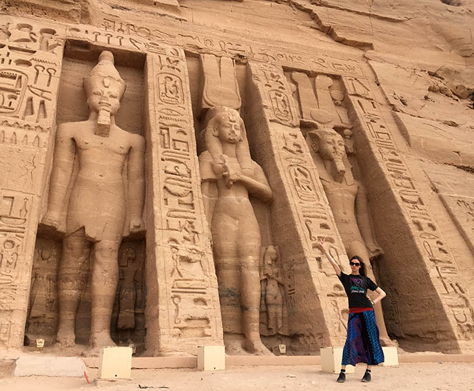 huge standing statues egypt