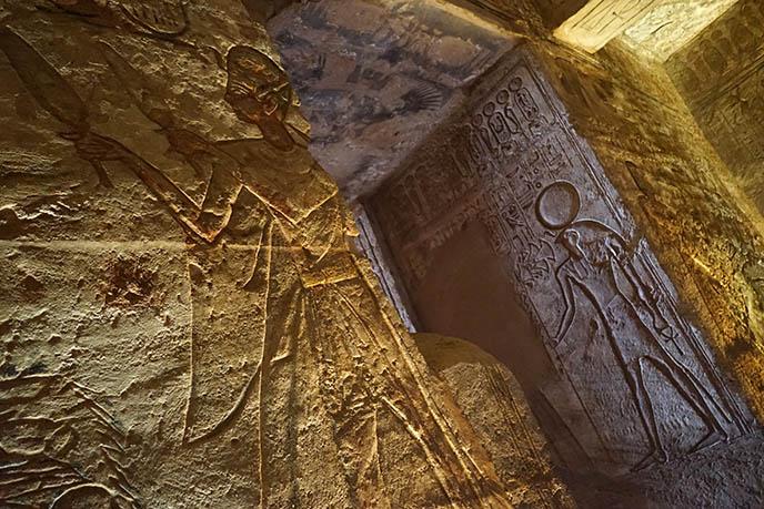 horus carvings egypt