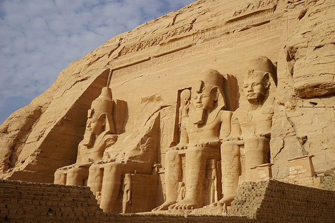ramesses ii giant statues