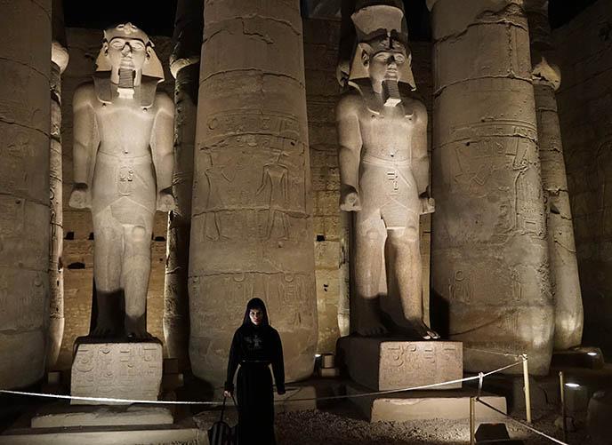 ramses ii statues standing luxor