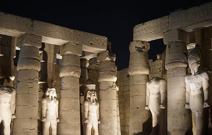 pharoah ramesses ii statues temple luxor