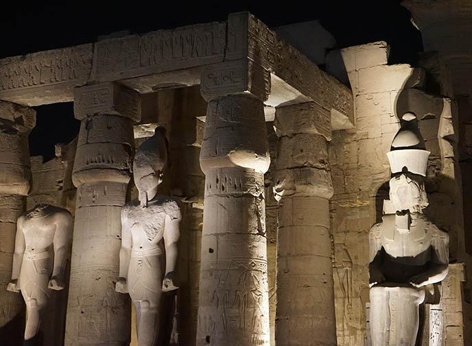 luxor pharoah court thebes temple