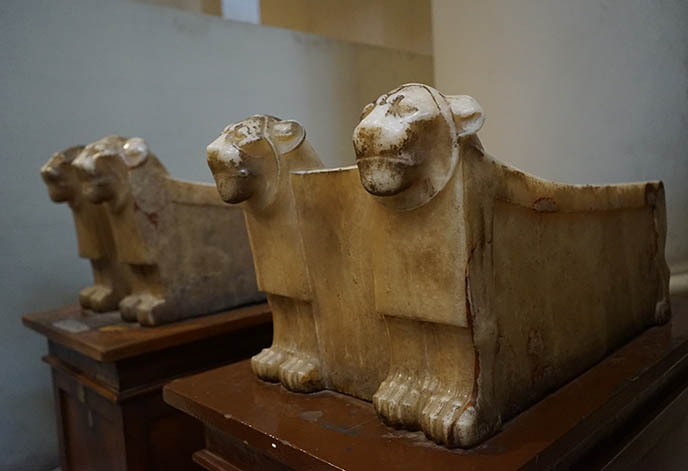 cute egyptian lion carvings