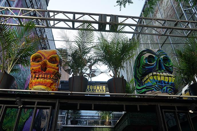 foufounes électriques goth bar montreal, gothic clubs