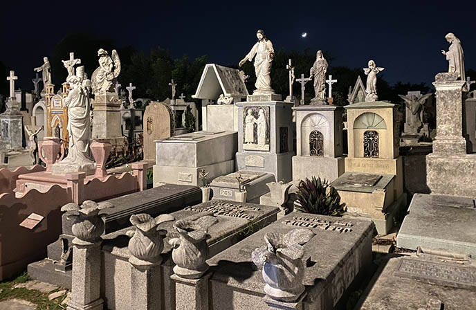 Cementerio General night tombstones merida