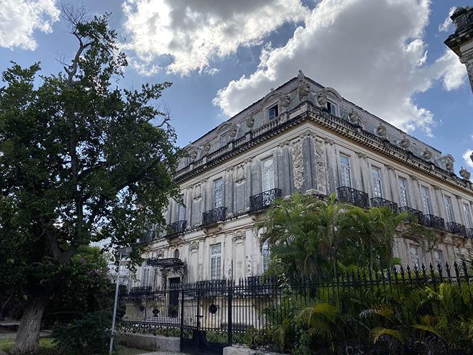 Paseo de Montejo camara twin houses