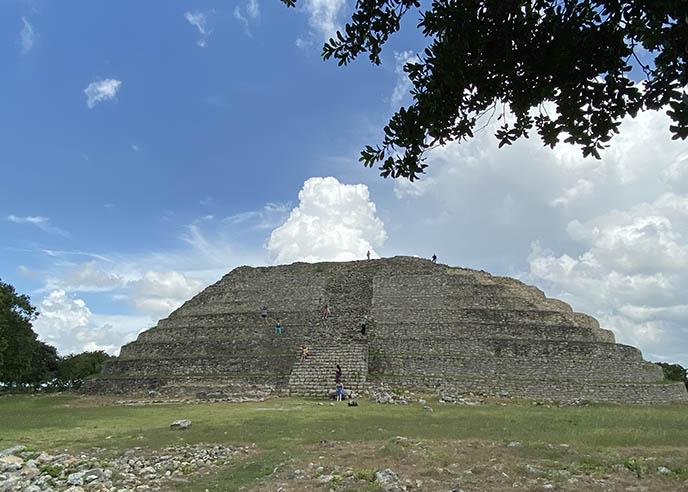 yucatan merida mayan pyramids ruins