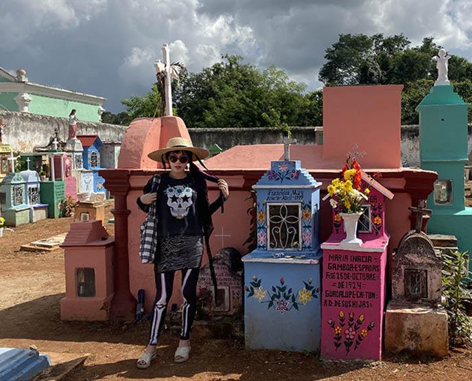 mexico Dia de Muertos graveyard rituals