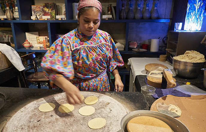 azul condesa tortilla lady making handmade tortillas
