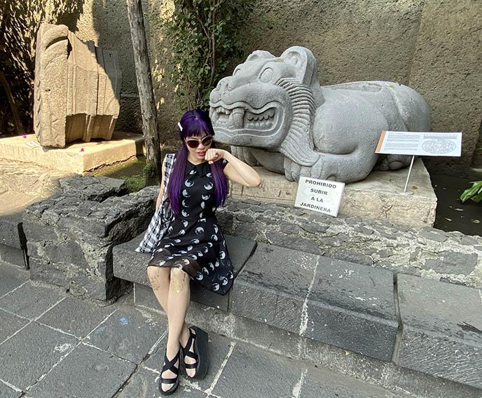 templo mayor jaguar statue cute mayan sculpture