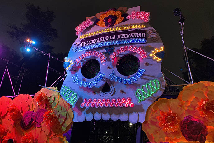 celebrando la eternidad chapultepec, big light up skull mexico city