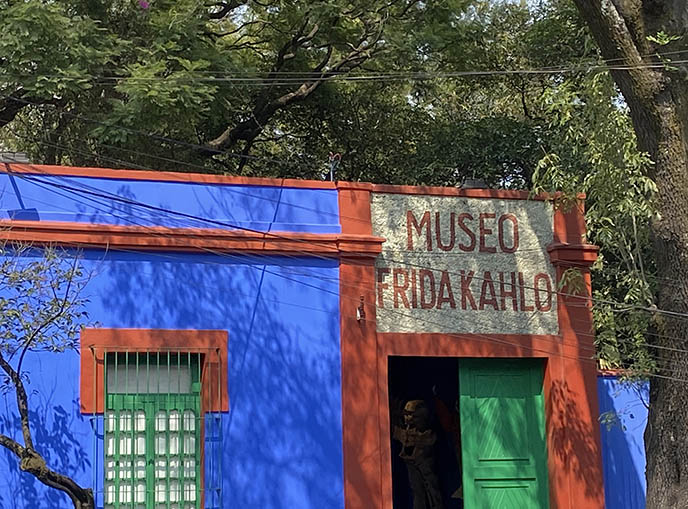 frida kahlo museum sign logo, blue house coyoacan mx