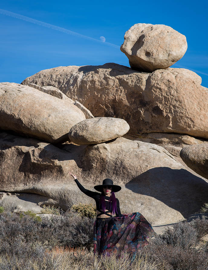 joshua tree weird rocks balancing stones