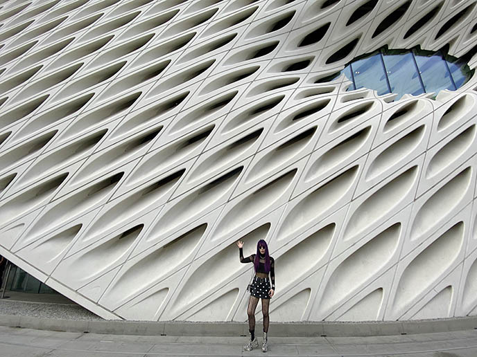 the broad architecture travel blogger guide