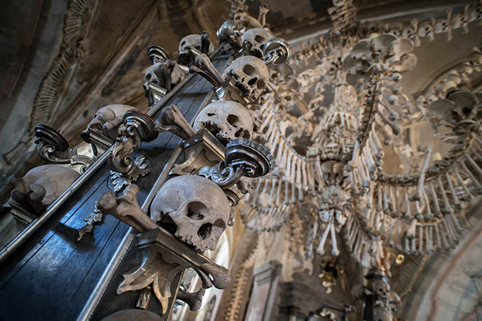 sedlec ossuary skulls with bones in mouth