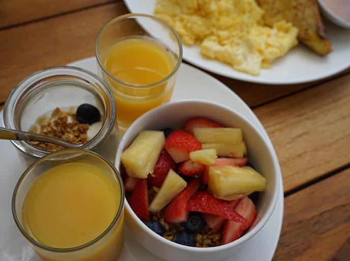 breakfast alohilani resort waikiki oahu hawaii
