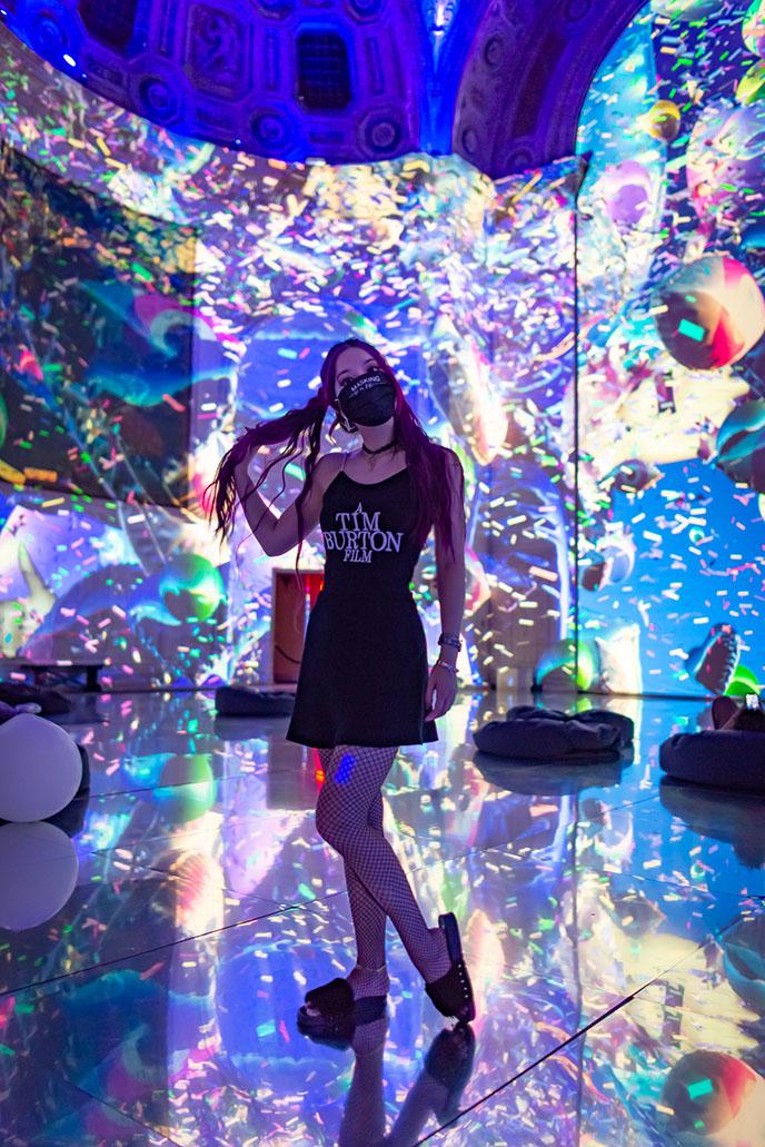 japanese teamlab nyc tour digital projection art girl influencer